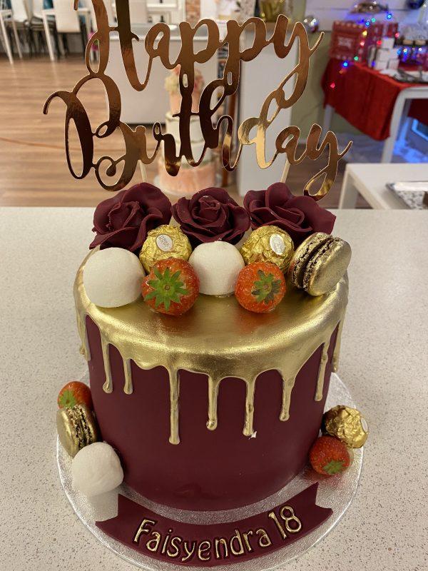 Gouden Macaron en Bruin Drip Cake