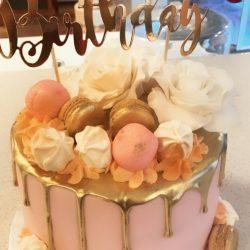 Macaron en Bloemen Drip Cake