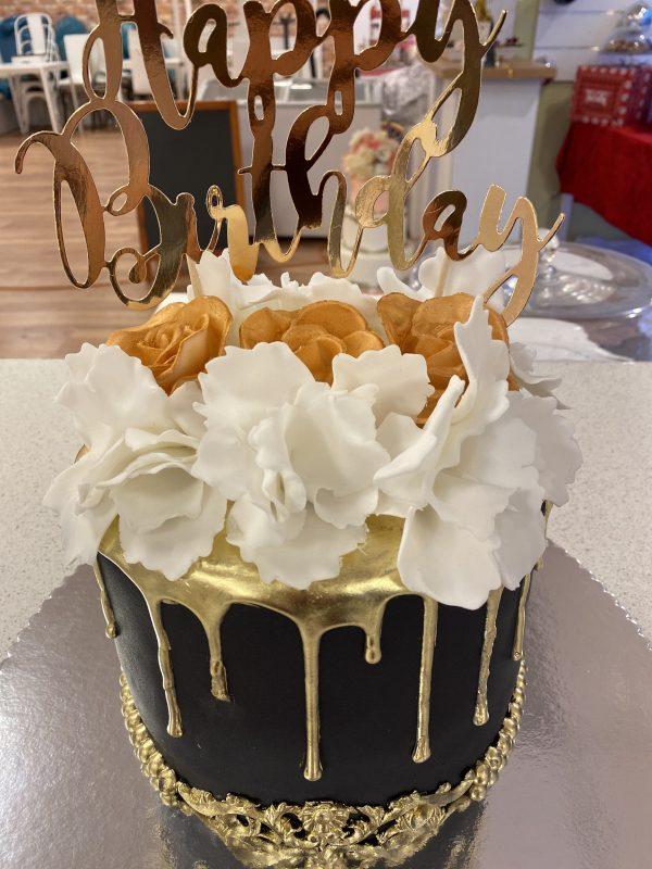 Witte Bloemen Drip Cake